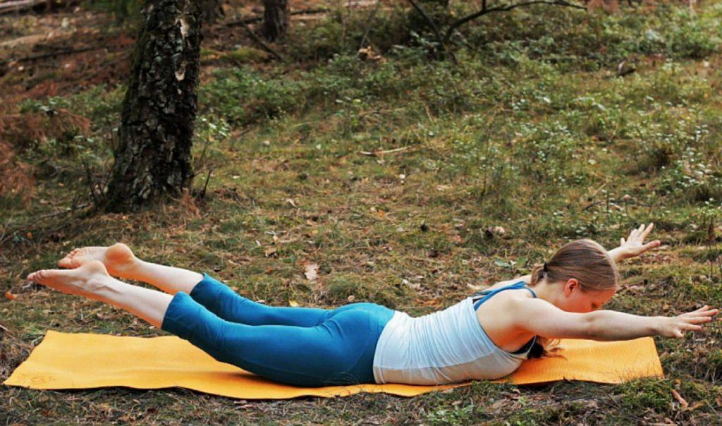 ausgleichstraining mit yoga zur rückenstärkung