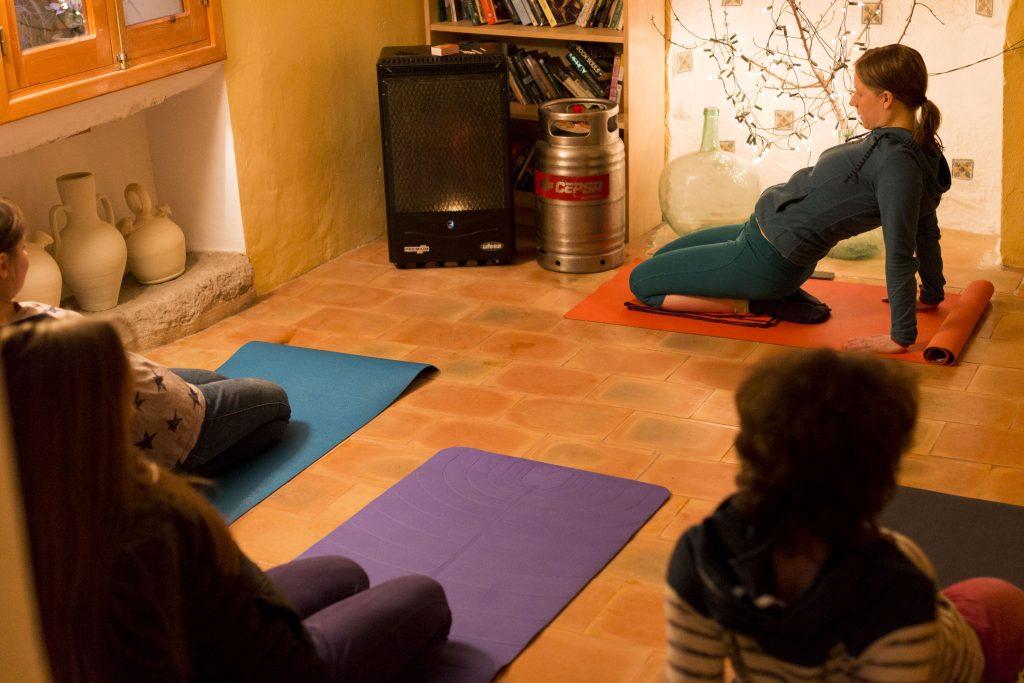Kletter-Yoga-Retreat Yoga im Wohnzimmer