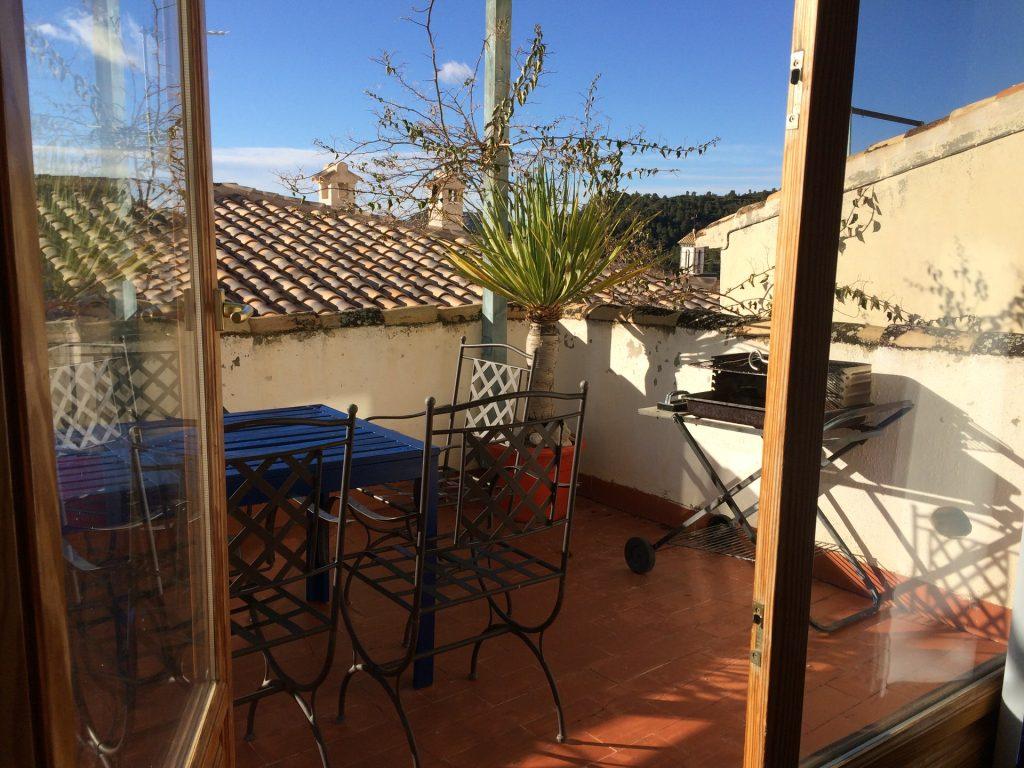 Terrasse vom Roc House in der Sonne