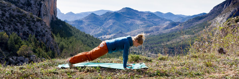 Stefanie Yoga Brett Haltung, Klettern Sektor Sella Spain